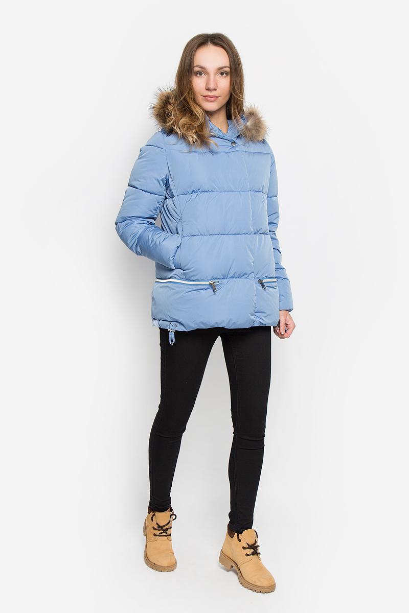 AL-2965/1Стильная женская куртка Grishko изготовлена из полиамида. В качестве утеплителя используется полиэфирное волокно. Куртка с несъемным капюшоном, оформленным съемным натуральным мехом енота, застегивается на застежку-молнию и на ветрозащитный клапан с кнопками. Спереди расположены два прорезных кармана на кнопках. Нижняя часть модели регулируется с помощью шнурка со стопперами.
