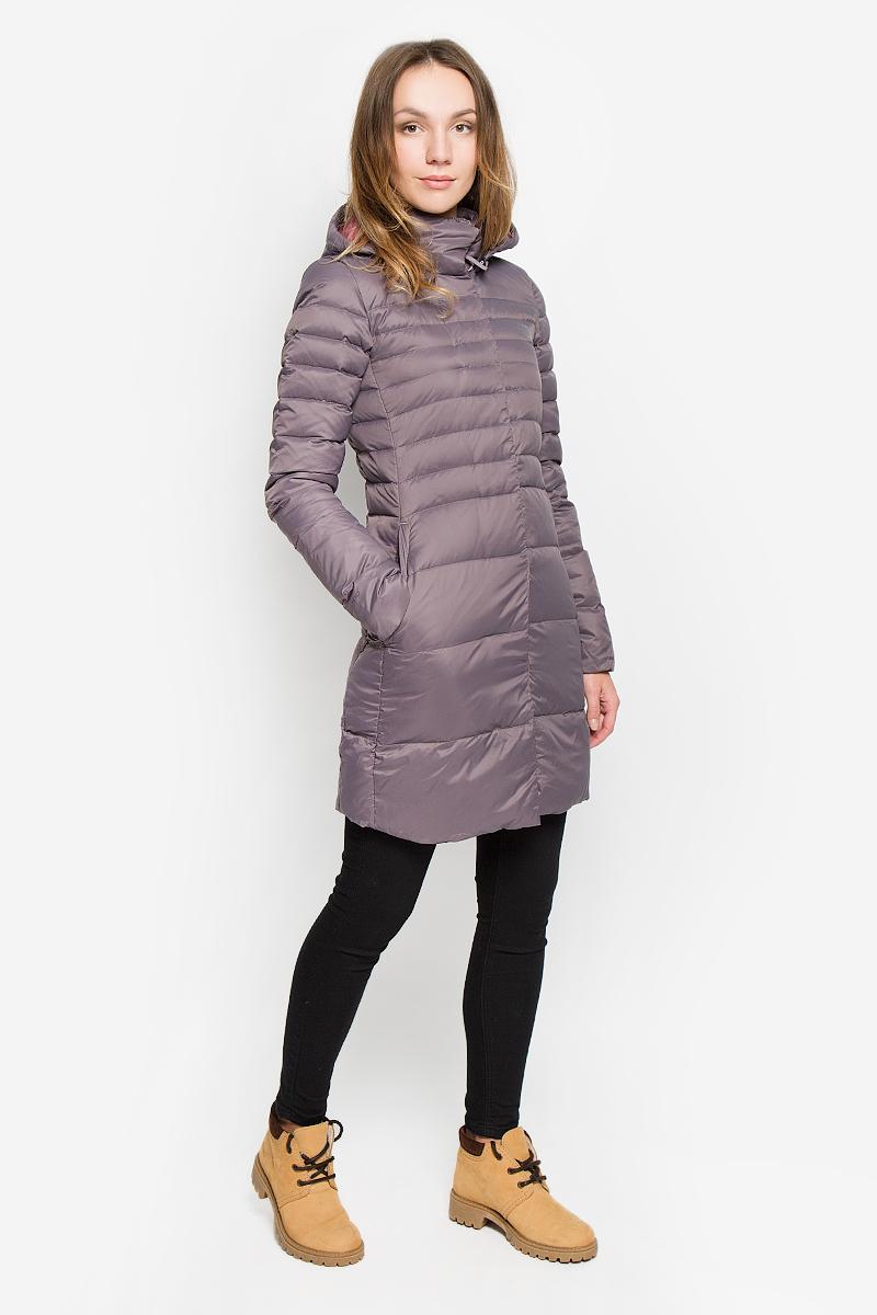 ПальтоT92TUMHCWСтильное женское пальто The North Face Kings Canyon Parka изготовлено из высококачественного нейлона. В качестве утеплителя используется гусиный пух с добавлением гусиного пера. Пальто с воротником-стойкой и съемным капюшоном, дополненным эластичным шнурком, застегивается на пластиковую молнию и на клапан с кнопками. Капюшон пристегивается к пальто с помощью застежки-молнии. Спереди расположены два прорезных кармана на застежках-молниях. Нижняя часть рукавов с внутренней стороны присборена.