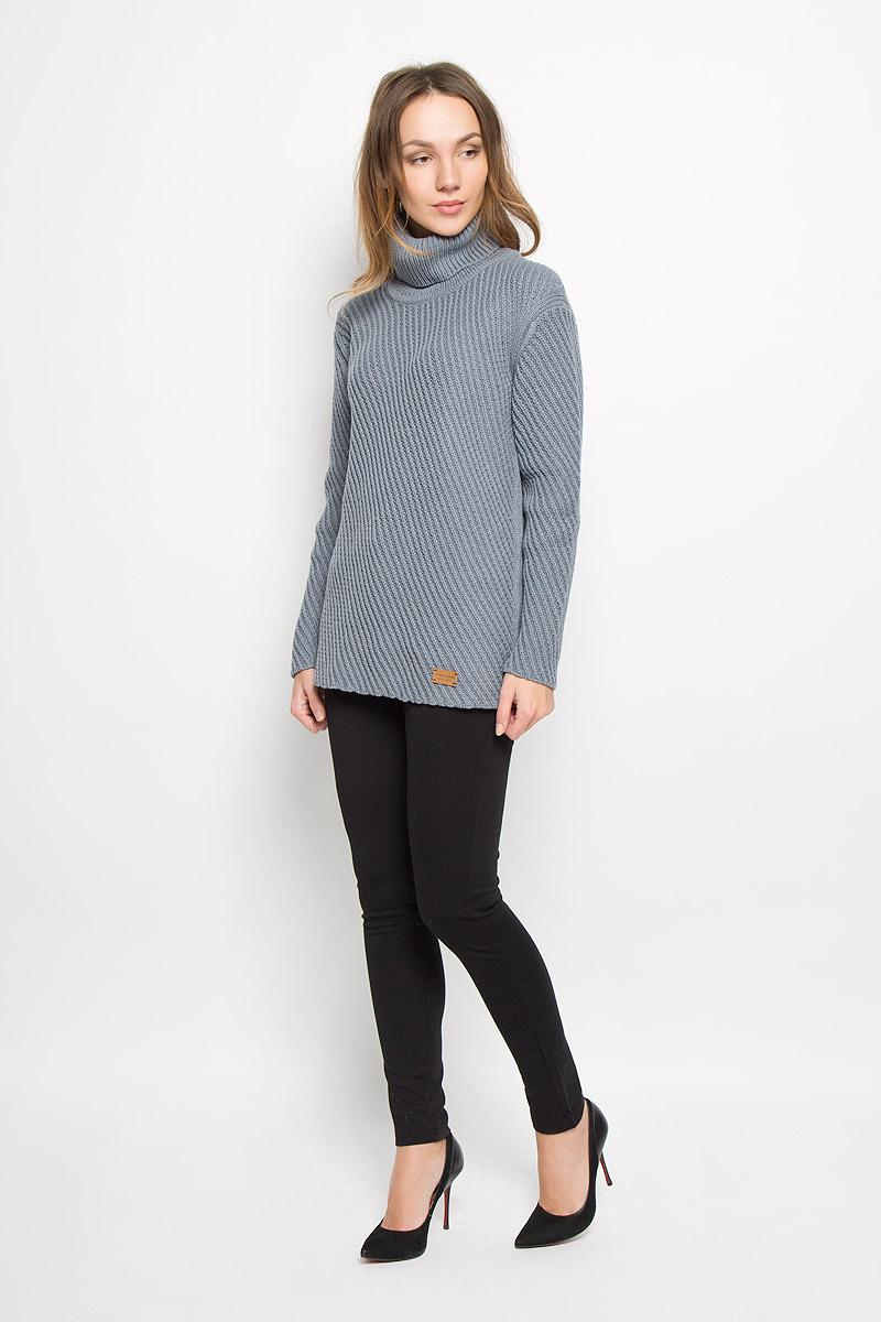 W16-171240_140Стильный женский свитер, выполненный из качественной пряжи, отлично дополнит ваш образ и согреет в холодную погоду. Модель с воротником-гольф и длинными рукавами немного удлинена.