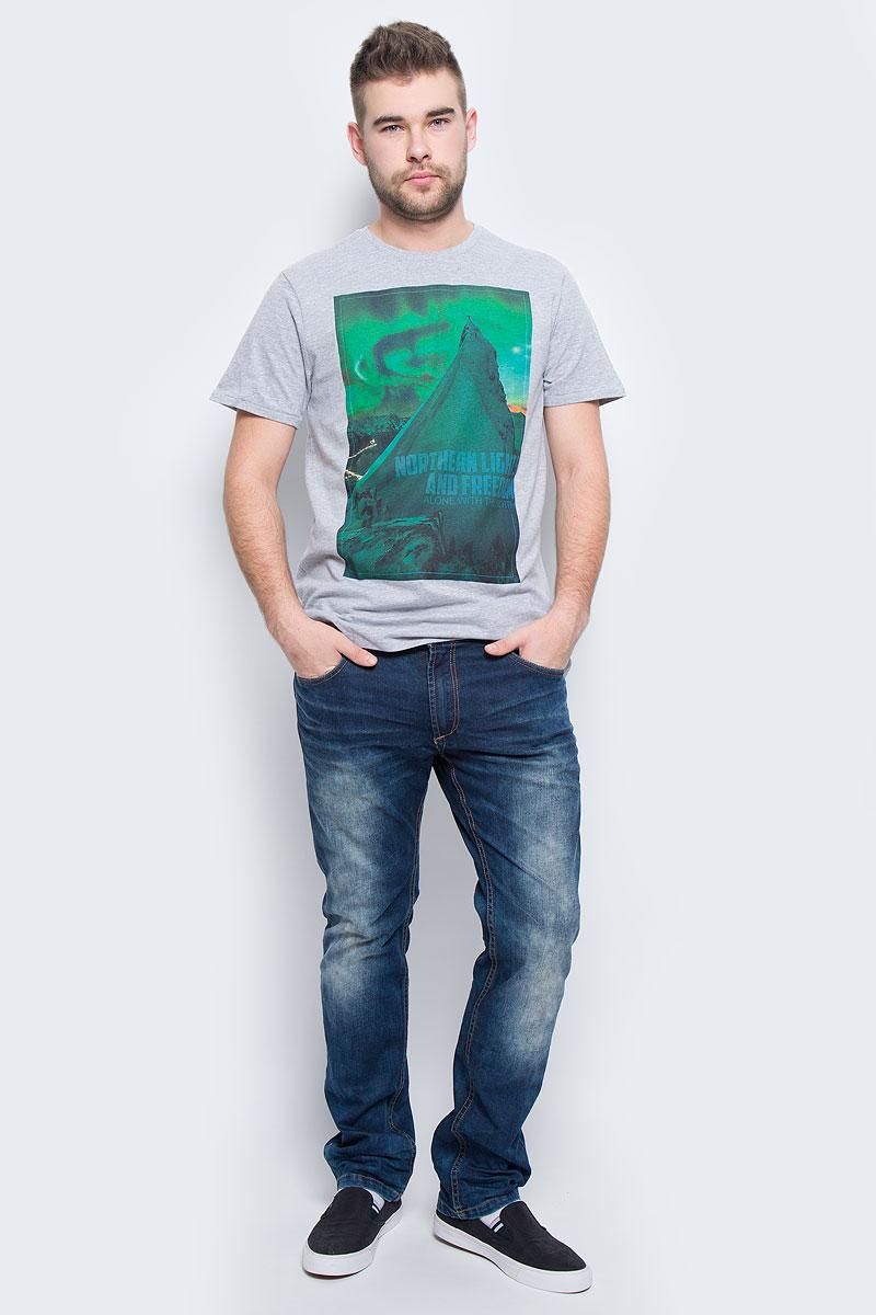 Ts-211/1094-6436Мужская футболка Sela Casual Wear с короткими рукавами и круглым вырезом горловины выполнена из натурального хлопка. Футболка украшена крупным принтом с изображением альпиниста на вершине горы под северным сиянием.