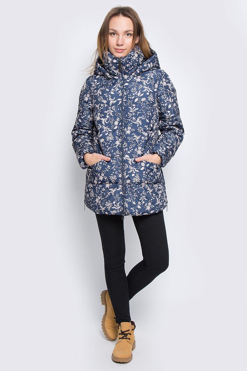 КурткаW16-32004_101Женская куртка Finn Flare выполнена из полиэстера. В качестве подкладки и наполнителя также используется полиэстер. Модель с воротником-стойкой и со съемным капюшоном застегивается на застежку-молнию с двумя бегунками и имеет внутреннюю ветрозащитную планку. Капюшон дополнен эластичным шнурком со стоплерами и пристегивается к изделию за счет кнопок. Низ рукавов дополнены эластичной резинкой. В боковых швах обработаны молнии, с помощью которых можно увеличить объем изделия по низу. Спереди расположено два прорезных кармана на потайных застежках-молниях. Модель оформлена цветочным принтом и символикой бренда.