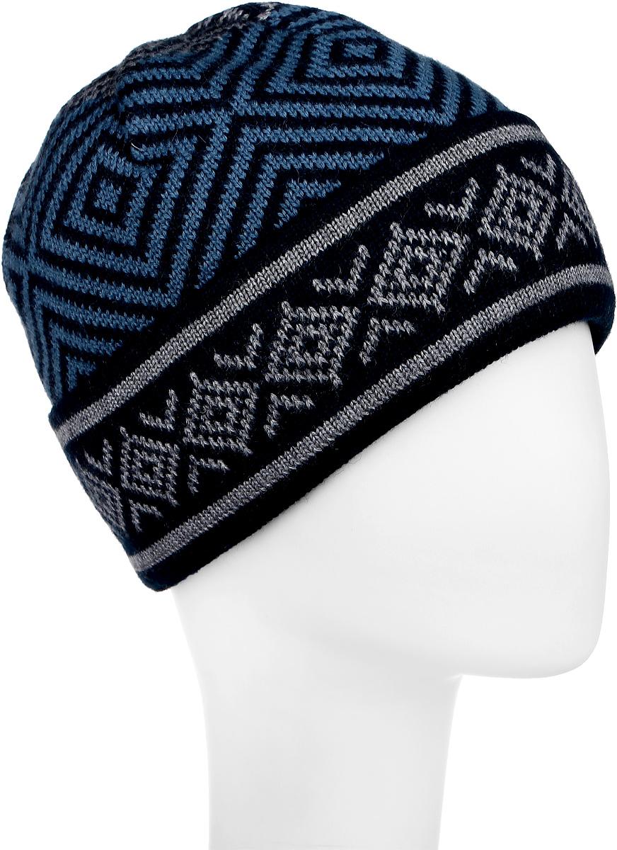 W16-22120_101Классическая мужская шапка с отворотом Finn Flare отлично дополнит ваш образ в холодную погоду. Изготовленная из акрила и шерсти, она необычайно мягкая и приятная на ощупь. Внутри - флисовая подкладка. Модель оформлена интересным орнаментом и металлической пластиной с названием бренда. Уважаемые клиенты! Размер, доступный для заказа, является обхватом головы.