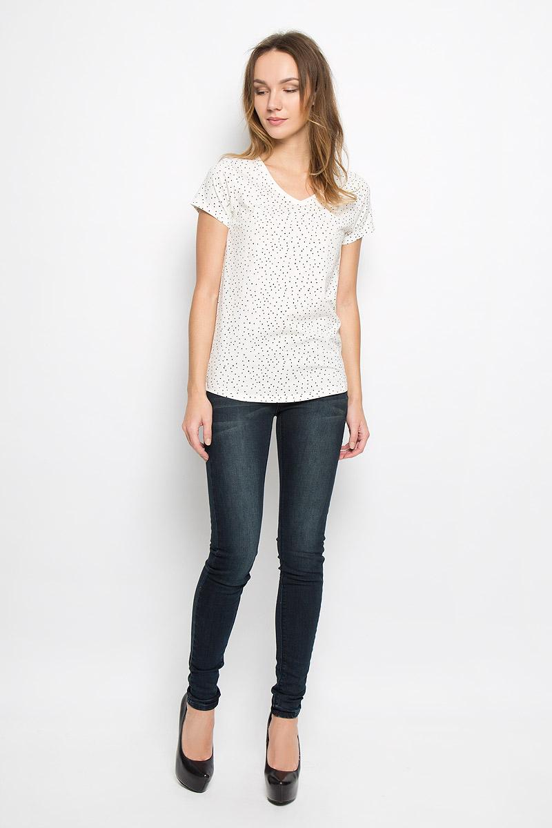 10189_001Стильная женская футболка Broadway Oliviana, выполненная из эластичного хлопка, отлично дополнит ваш образ. Модель с V-образным вырезом горловины и короткими рукавами оформлена оригинальным принтом в крапинку. Горловина дополнена трикотажной резинкой.