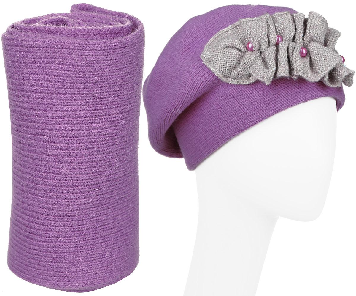 121/41705L-47/22Стильная комплект Vittorio Richi, состоящий из шапки и шарфа, отлично дополнит ваш образ и согреет в холодную погоду. Шапка и шарф выполнены из шерсти с добавлением ангоры и полиамида. Шапка дополнена интересной нашивкой и декорирована искусственным жемчугом и пайетками. Уважаемые клиенты! Размер, доступный для заказа, является обхватом головы.