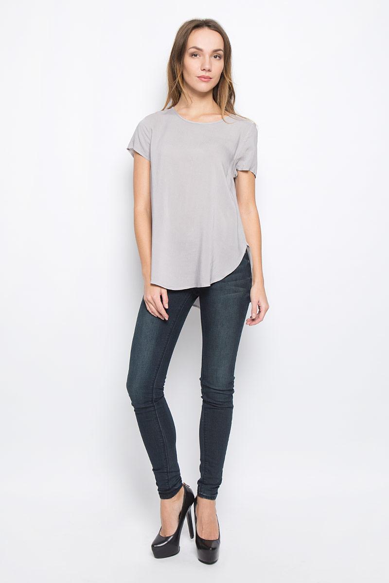 10156632_001Стильная женская блузка Broadway Rayanna свободного силуэта выполнена из 100% вискозы. Модель с круглым вырезом горловины и короткими рукавами.