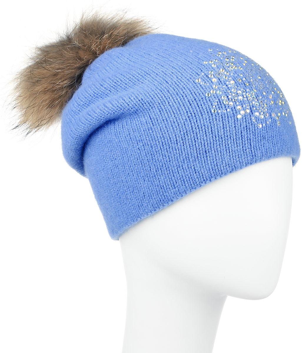 W16-11128_323Стильная женская шапка Finn Flare дополнит ваш наряд и не позволит вам замерзнуть в холодное время года. Шапка выполнена из высококачественной пряжи, что позволяет ей великолепно сохранять тепло и обеспечивает высокую эластичность и удобство посадки. Модель оформлена брендовой металлической пластиной, стразами и дополнена помпоном из натурального меха. Уважаемые клиенты! Размер, доступный для заказа, является обхватом головы.