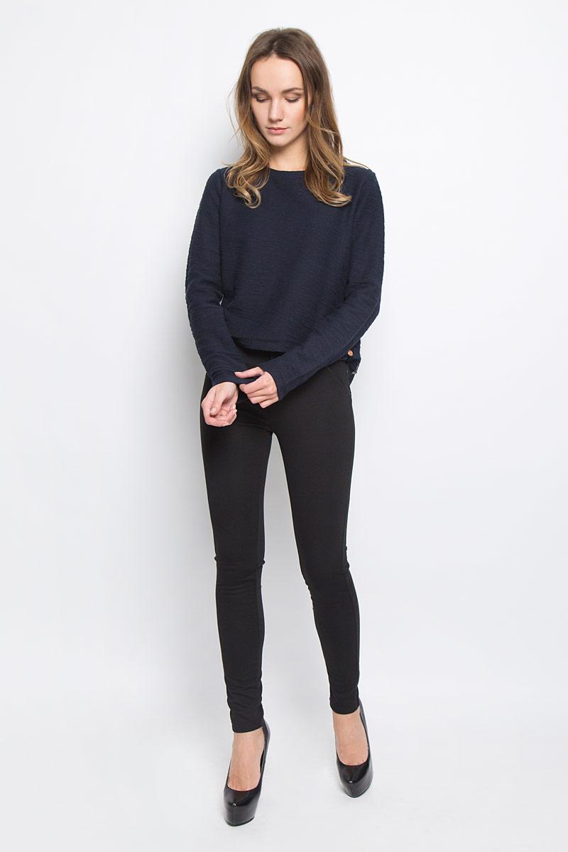 10156815_833Стильные женские брюки Broadway Cara стандартной посадки выполнены из эластичного высококачественного материала, что обеспечивает комфорт и удобство при носке. Брюки-скинни застегиваются на металлический крючок и имеют ширинку на застежке-молнии. Спереди и сзади модель дополнена декоративными карманами.
