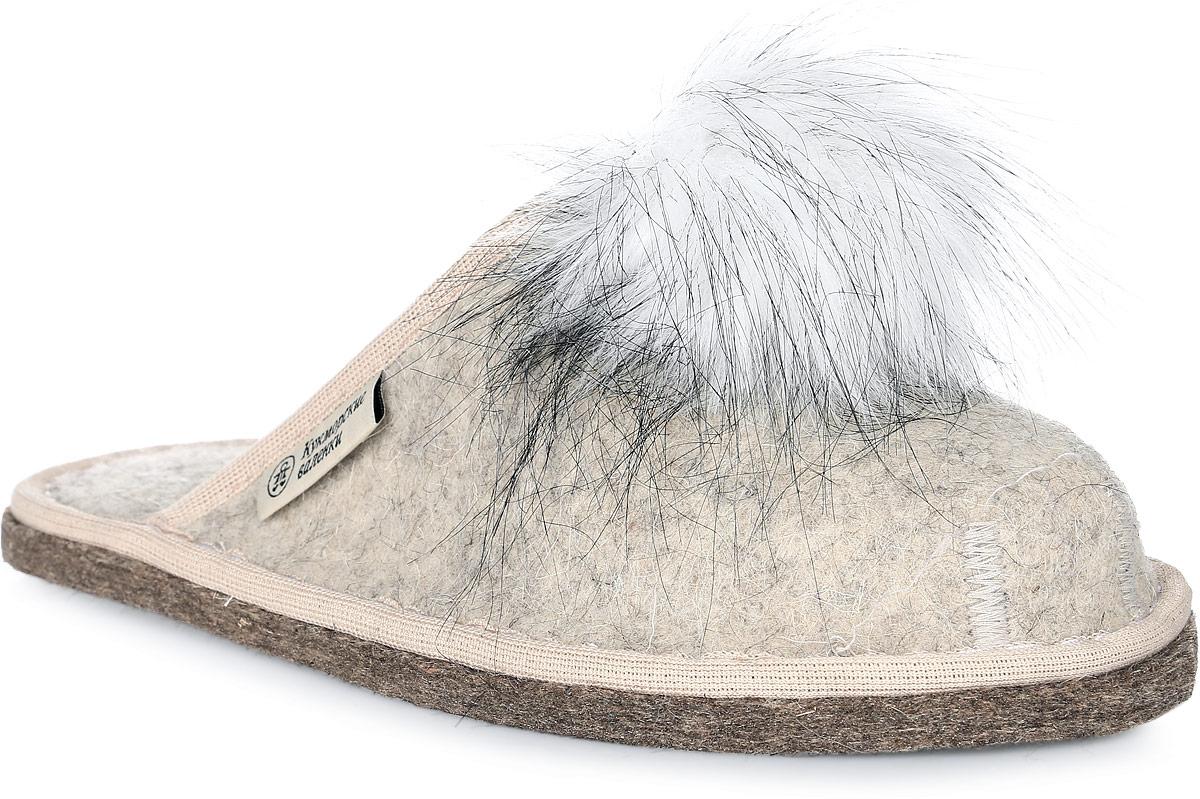 Т-02Войлочные тапки с закрытым носком от Кукморские валенки полностью изготовлены из натуральной овечьей шерсти. Модель дополнена текстильной окантовкой и декорирована помпоном из искусственного меха.