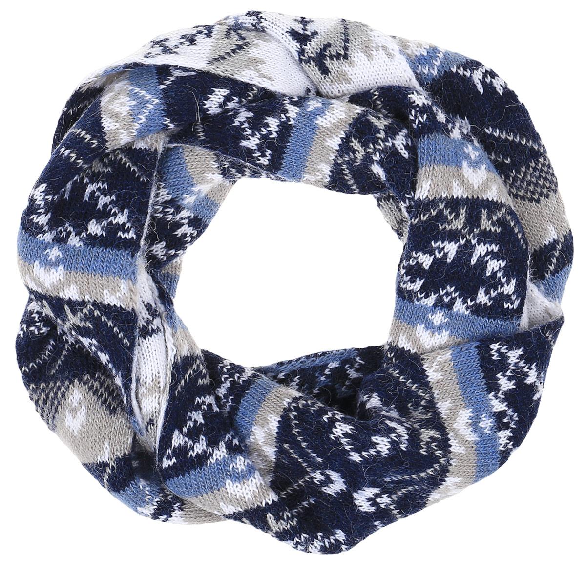 W16-12122_201Теплый женский шарф Finn Flare станет достойным завершением вашего образа. Шарф изготовлен из сочетания высококачественных материалов. Модель оформлена контрастным принтом с узорами.