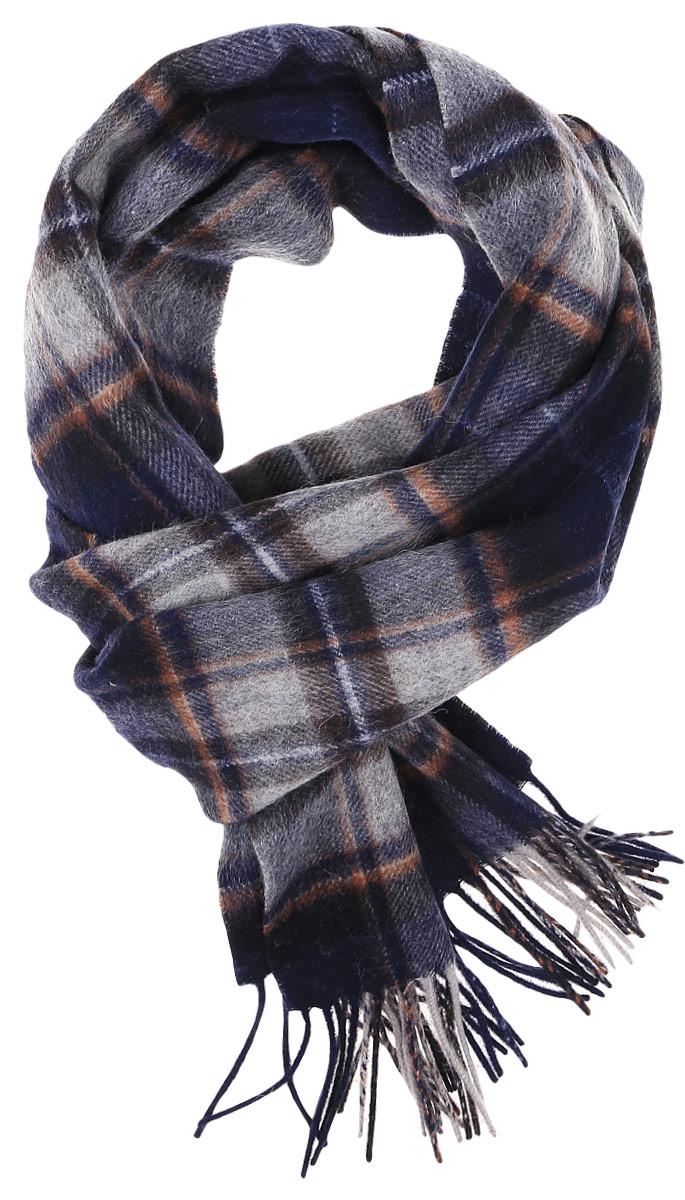 ШарфTH-21505-3Теплый мужской шарф Paccia станет достойным завершением вашего образа. Шарф изготовлен из высококачественной шерсти. Модель оформлена оригинальным принтом в клетку. По краям изделие дополнено бахромой.