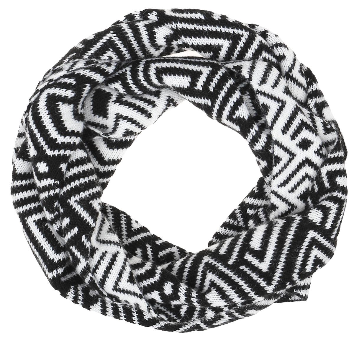 W16-32121_101Теплый женский шарф Finn Flare станет достойным завершением вашего образа. Шарф изготовлен из сочетания высококачественного акрила и теплой шерсти. Модель оформлена контрастным принтом.