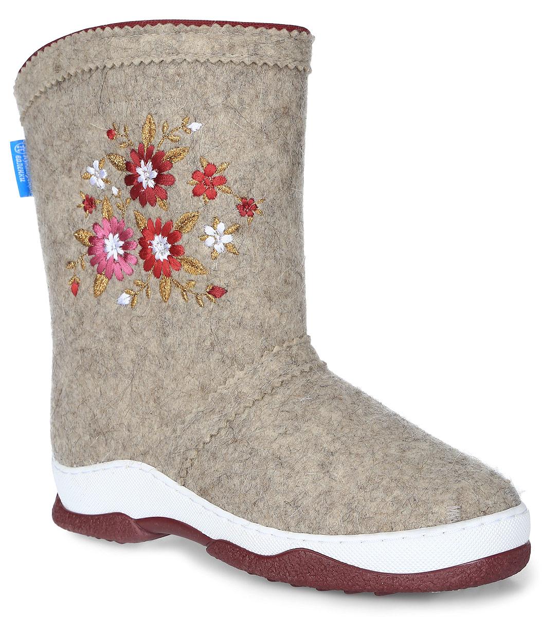 У-12Модные женские Кукморские валенки выполнены из войлока - 100% овечьей шерсти и оформлены текстильным кантом, сбоку - цветочной вышивкой. Стелька из войлока не даст вашим ногам замерзнуть. Рифление на подошве обеспечивает отличное сцепление с любой поверхностью.