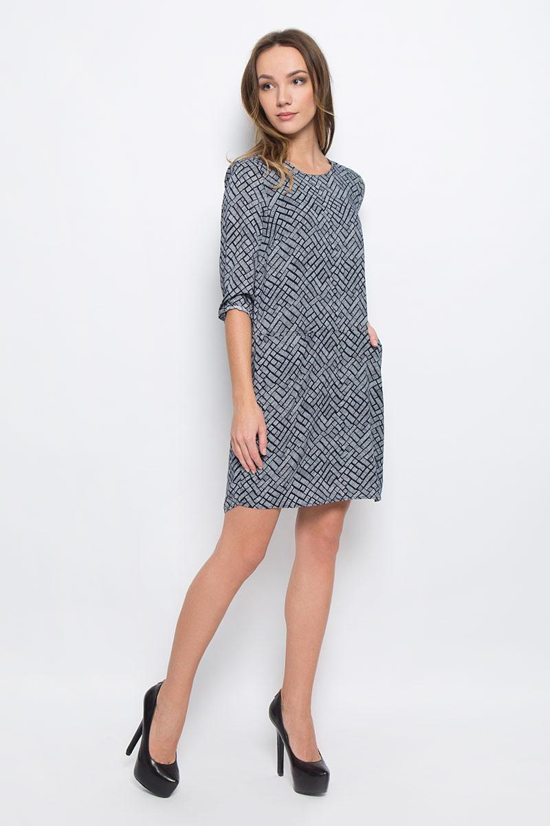 10156779_001Стильное платье Broadway Ravyn выполненное из 100% вискозы отлично дополнит ваш гардероб. Модель с круглым вырезом горловины и рукавами 3/4 на спинке застегивается на пуговицу. Модель дополнена двумя врезными карманами.