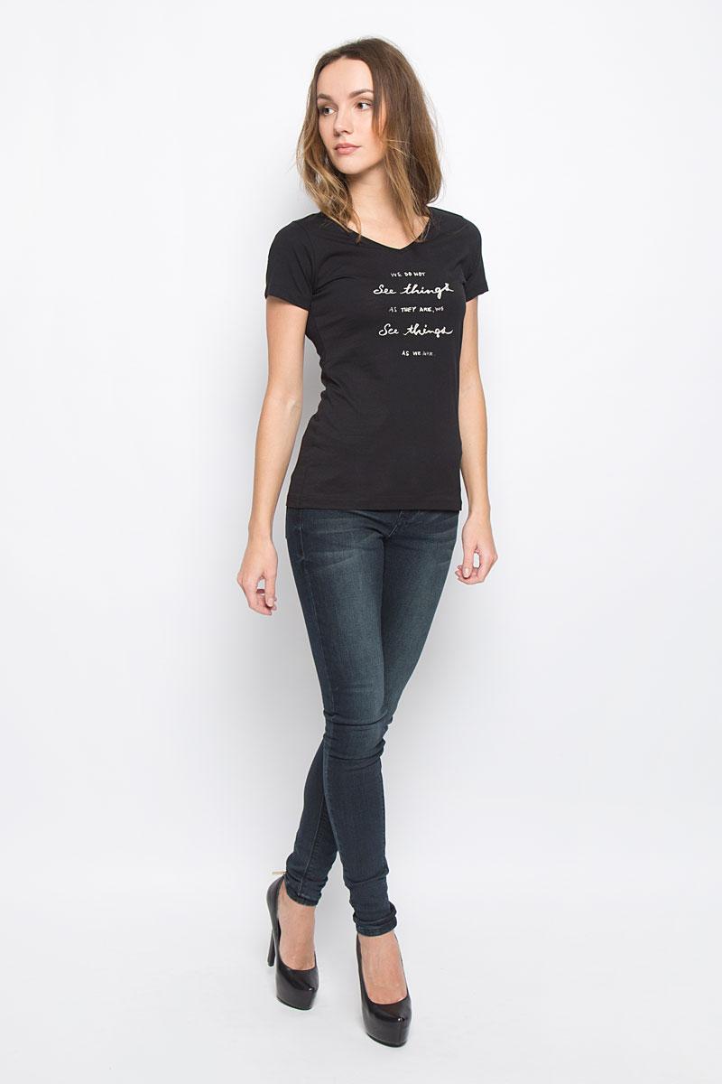 Футболка10156865_01AСтильная женская футболка Broadway, выполненная из натурального хлопка, отлично дополнит ваш образ. Модель с V-образным вырезом горловины и короткими рукавами спереди оформлена надписью. Горловина дополнена трикотажной резинкой.