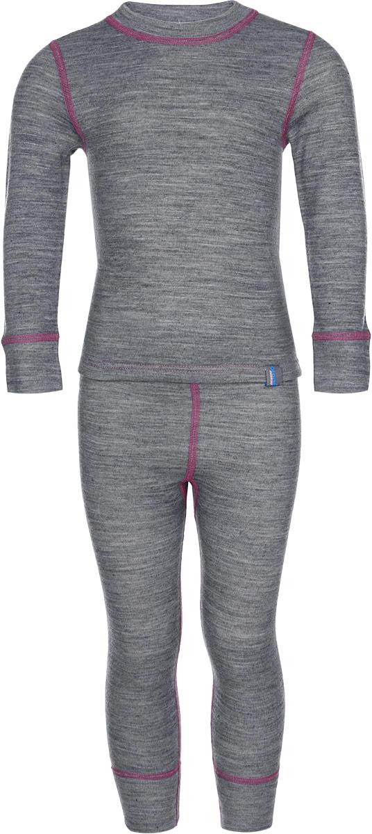 003ДНКомплект термобелья для девочки Oldos Active Warm Plus состоит из футболки с длинным рукавом и леггинсов. Комплект изготовлен из трехслойного полотна, представляющего собой вязаную ткань многослойного плетения TermoActive. Комбинация натуральных и синтетических слоев позволяет максимально сохранить тепло и при этом отвести избыточную влагу. Плоские швы изделия не вызывают раздражений. Изнаночная сторона модели с теплым и мягким начесом. Футболка с длинными рукавами имеет круглый вырез горловины. На рукавах предусмотрены манжеты. Эластичный пояс на леггинсах обеспечивает комфортную посадку изделия на фигуре. Брючины дополнены широкими манжетами. Комплект оформлен контрастной прострочкой. Трехслойное термобелье Oldos Active снижает теплопотери организма в холодную погоду, добавляет ощущение комфорта, защищает организм от перегрева во время физических нагрузок. Термобелье может применяться при активном отдыхе, а также при повседневной носке. Рекомендуемый...
