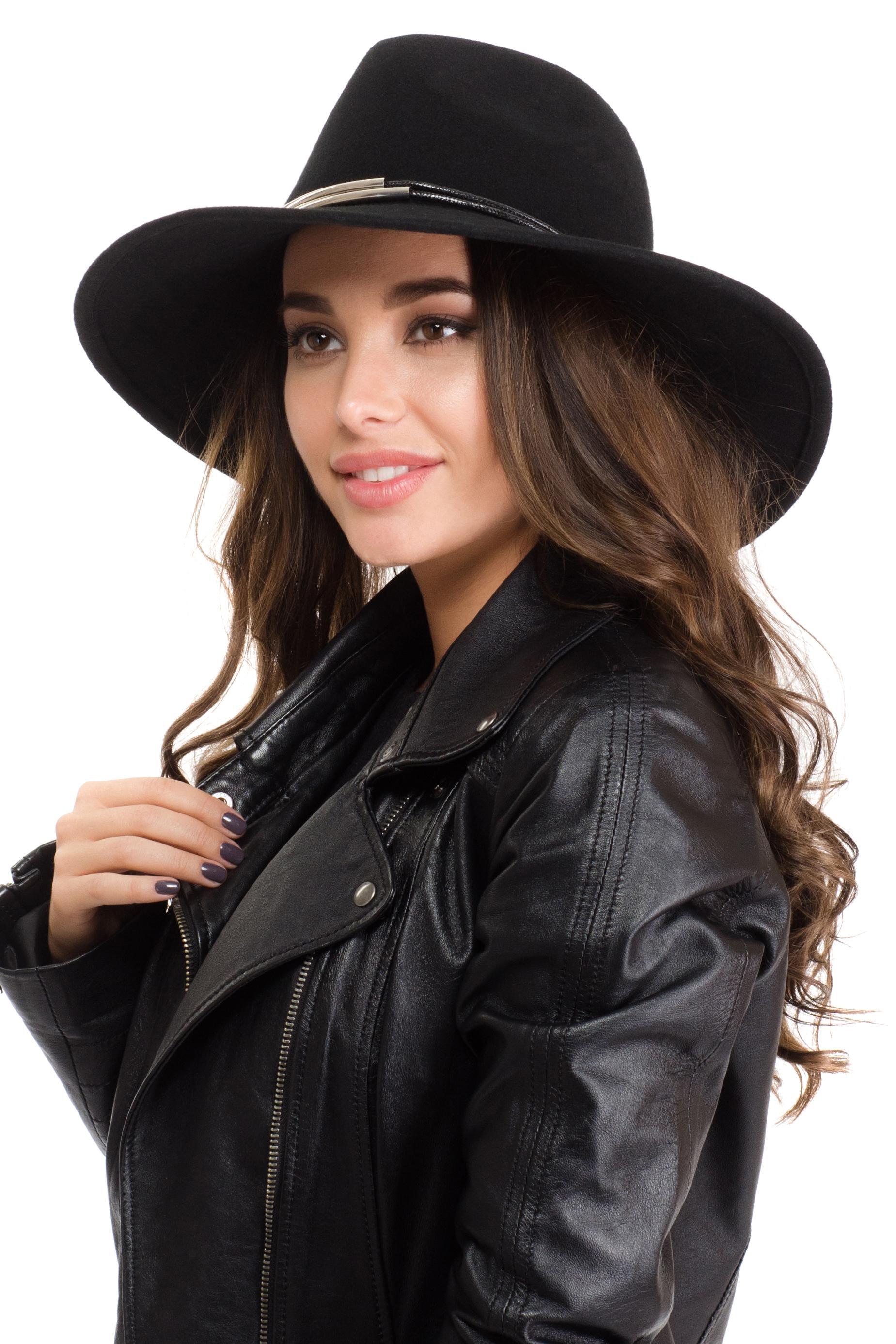 Шляпа141B-1601Элегантная женская шляпа Moltini, выполненная из высококачественного фетра, дополнит любой образ. Модель широкими полями и высокой тульей. Шляпа-клош по тулье декорирована двумя тонкими веревочками с металлическими трубками. Внутри модель дополнена плотной тесьмой для комфортной посадки изделия по голове. Аккуратные поля шляпы придадут вашему образу таинственности и шарма. Такая шляпа подчеркнет вашу неповторимость и прекрасный вкус.