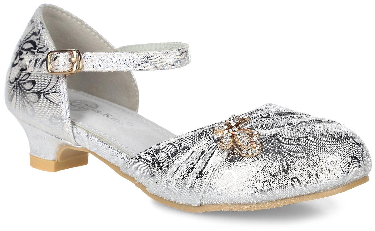 FL-NY01483Прелестные туфли для девочки от Flois Kids, выполненные из искусственной кожи с блестящей поверхностью, оформлены цветочным принтом и металлическим элементом в виде бабочки, украшенной стразами. Ремешок с металлической пряжкой надежно зафиксирует модель на ноге. Внутренняя поверхность и стелька из натуральной кожи обеспечат комфорт. Небольшой каблук и подошва с рифлением гарантируют отличное сцепление с любой поверхностью.