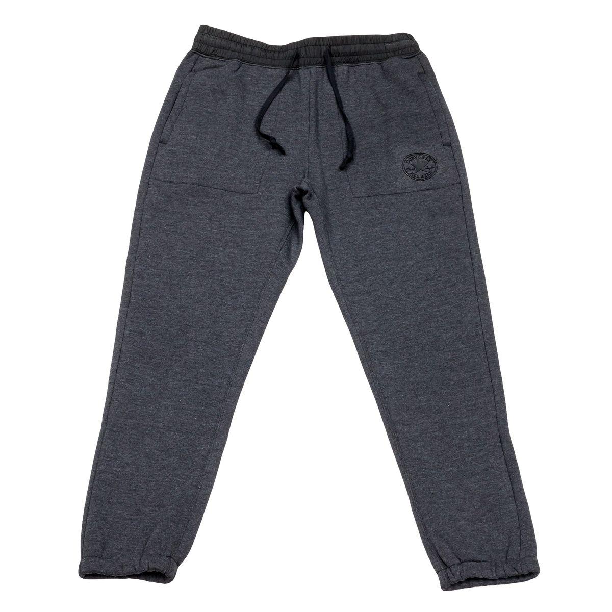 Брюки спортивные10002166001Удобные мужские спортивные брюки Converse, выполненные из натурального хлопка с добавлением полиэстера, великолепно подойдут для отдыха, повседневной носки, а также для занятий спортом. Модель средней посадки имеет широкую эластичную резинку на поясе, объем талии регулируется при помощи шнурка-кулиски. Спереди изделие имеет два втачных кармана, сзади один накладной на застежке-молнии. Низ брючин дополнен резинками.