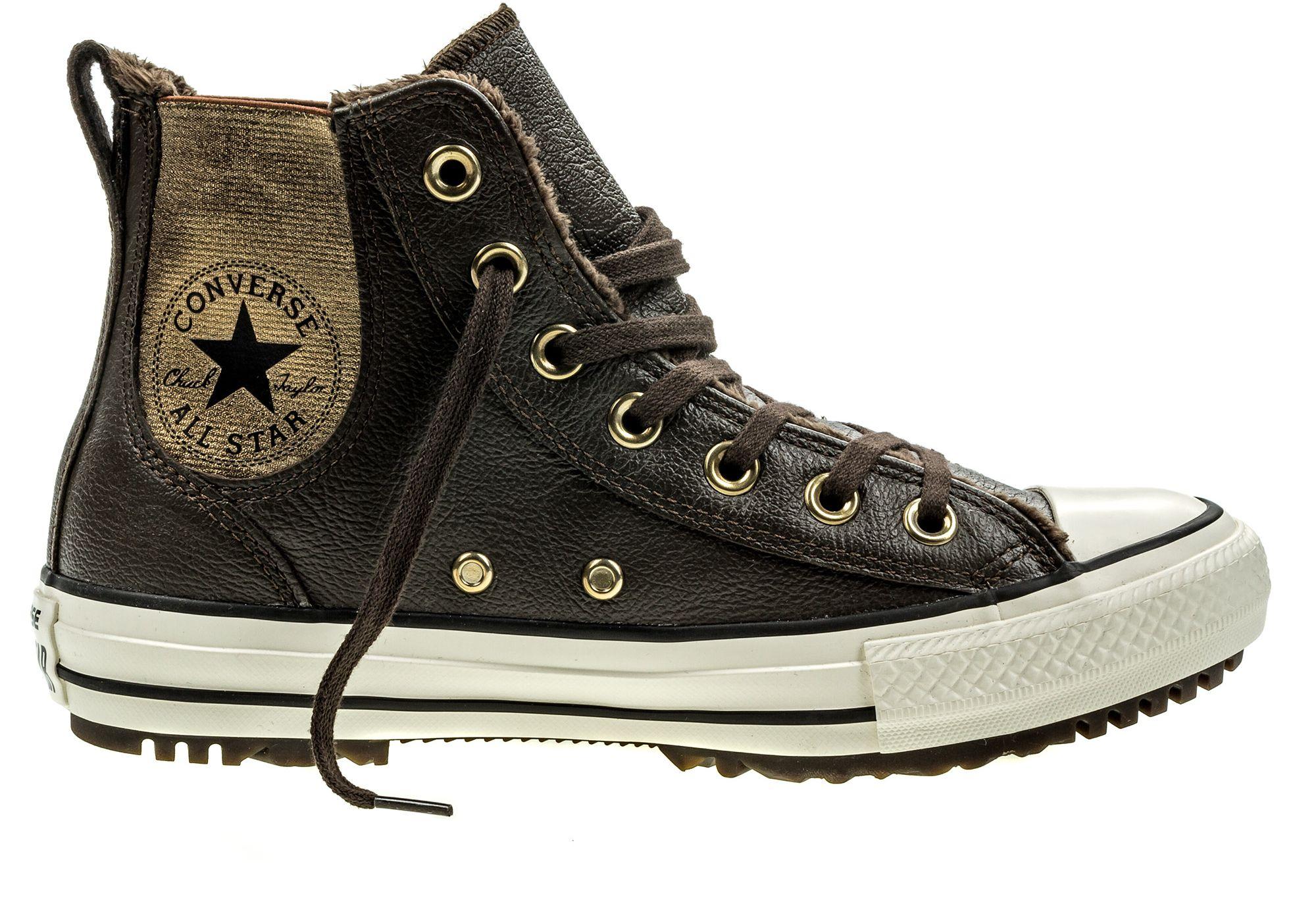 Кеды553391Модные женские кеды Chuck Taylor All Star Chelsea Boot Leather + Fur от Converse выполнены из натуральной кожи. По бокам модель дополнена эластичными вставками. Мыс модели защищен прорезиненной вставкой. Внутренняя поверхность и стелька из искусственного меха не дадут ногам замерзнуть. Шнуровка надежно зафиксирует модель на ноге. Подошва дополнена рифлением.