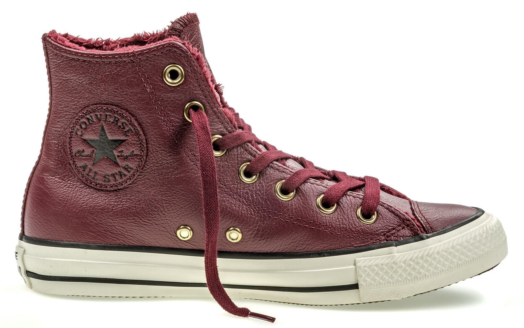 Кеды553365Модные женские кеды Chuck Taylor All Star Winter Knit + Fur от Converse выполнены из натуральной кожи. Внутренняя поверхность и стелька из искусственного меха не дадут ногам замерзнуть. Шнуровка надежно зафиксирует модель на ноге. Подошва дополнена рифлением.