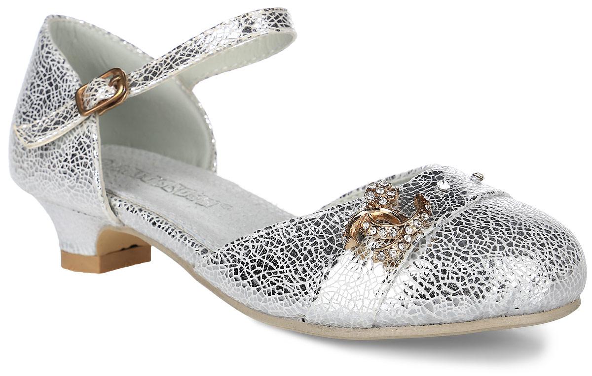 FL-NY01482Прелестные туфли для девочки от Flois Kids, выполненные из искусственной кожи с блестящей покрытием, оформлены стразами и металлическим элементом, украшенным стразами. Ремешок с металлической пряжкой, застегивающийся на крючок, надежно зафиксирует модель на ноге. Внутренняя поверхность и стелька из натуральной кожи обеспечат комфорт. Небольшой каблук и подошва с рифлением гарантируют отличное сцепление с любой поверхностью.