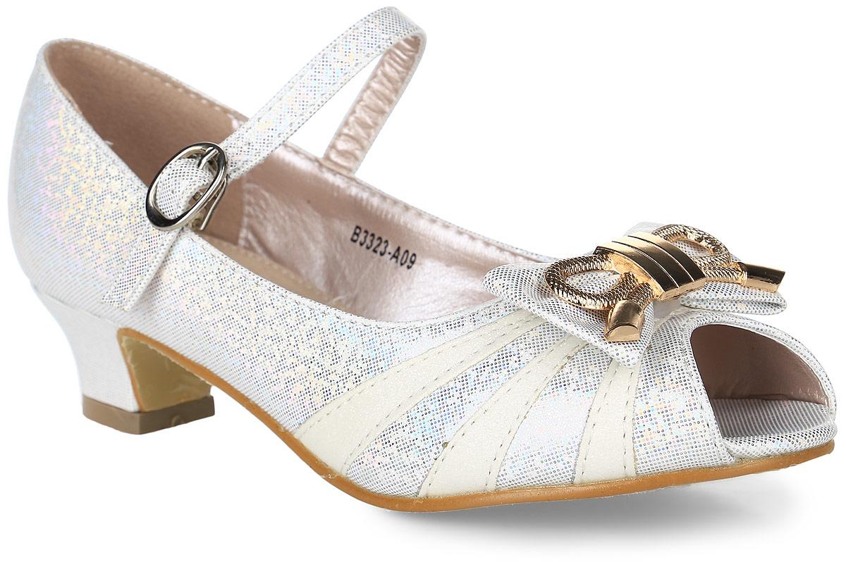 B3323-A09Прелестные туфли от Flois Kids с открытым носком выполнены из искусственной кожи с блестящим покрытием. Мыс модели оформлен бантиком с металлическим элементом. Ремешок с металлической пряжкой, застегивающийся на крючок, надежно зафиксирует модель на ноге. Внутренняя поверхность и стелька из натуральной кожи обеспечат комфорт. Небольшой каблук и подошва с рифлением гарантируют отличное сцепление с любой поверхностью.