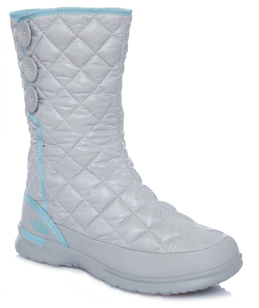 T92T5KNLTЛегкие и удобные стильные сапоги на пуговицах с регулируемым подгибом обеспечивают комфорт и великолепный внешний вид. Утеплитель Thermoball™ сохраняет тепло ног на снежной тропе, а благодаря протекторам IcePick® вы никогда не поскользнетесь на обратном пути к лагерю. Стелька OrthoLite® ReBound и регулируемая посадка с флисовой подкладкой обеспечивают максимальный комфорт.