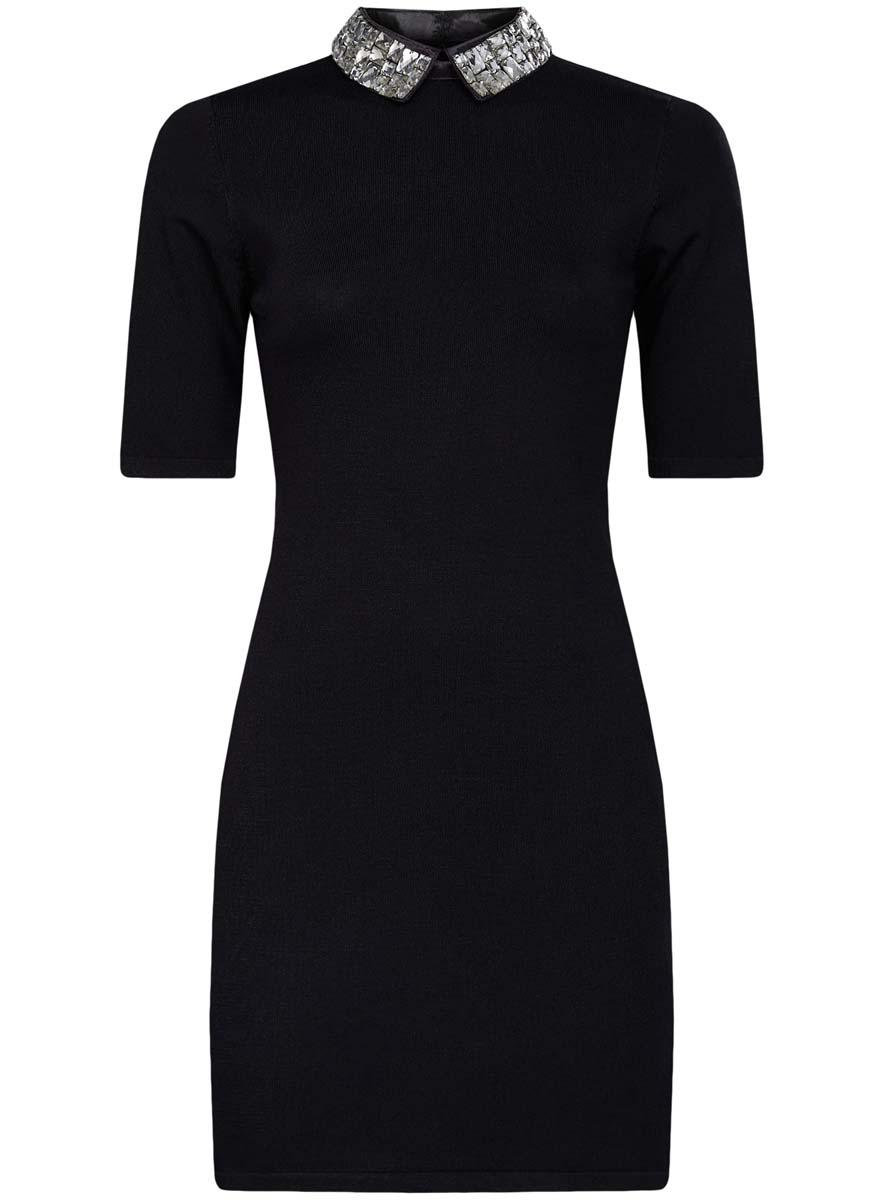 Платье73912222/46083/2900NМодное платье oodji Collection выполнено из высококачественного комбинированного материала. Модель по фигуре с отложным воротником с крупными стразами и короткими рукавами застегивается на спинке на молнию и крючки.