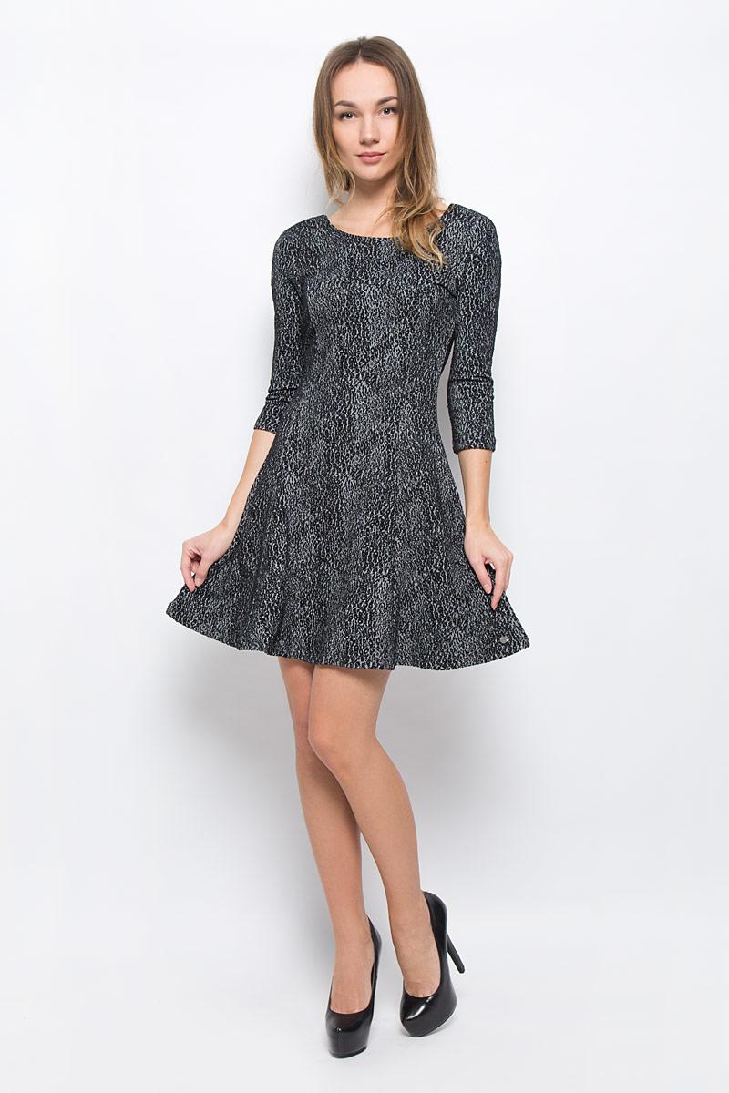 5019543.00.71_1000Модное платье Tom Tailor Denim выполнено из хлопка с добавлением полиэстера и эластана. Платье-мини А-силуэта с круглым вырезом горловины и рукавами 3/4 оформлено оригинальным принтом.