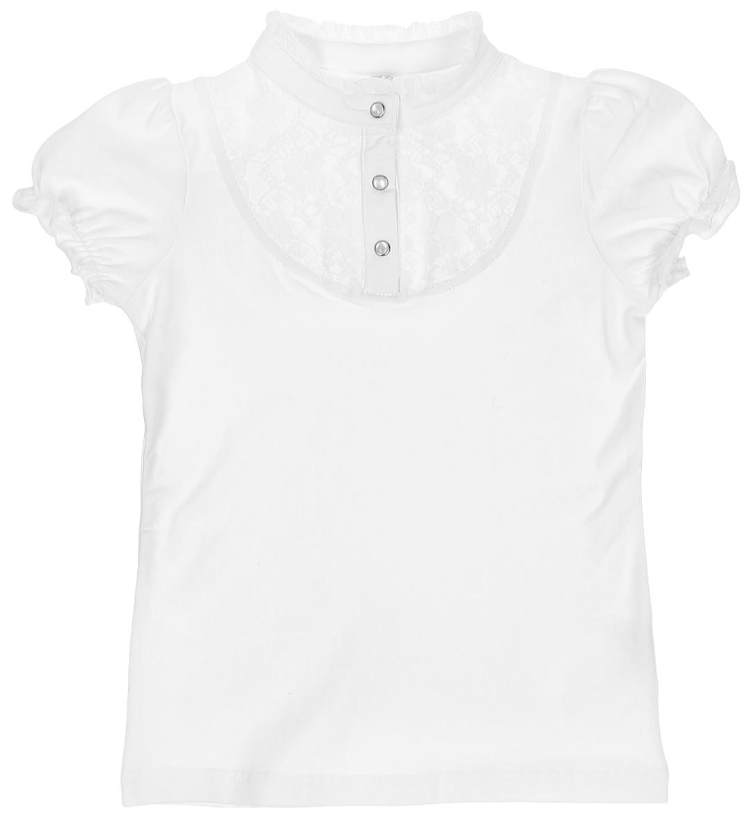 Блузка462017Блузка для девочки выполнена из эластичного хлопка. Модель с воротником-стойкой и рукавами-фонариками украшена легким эластичным гипюром. На груди застегивается на три кнопки.