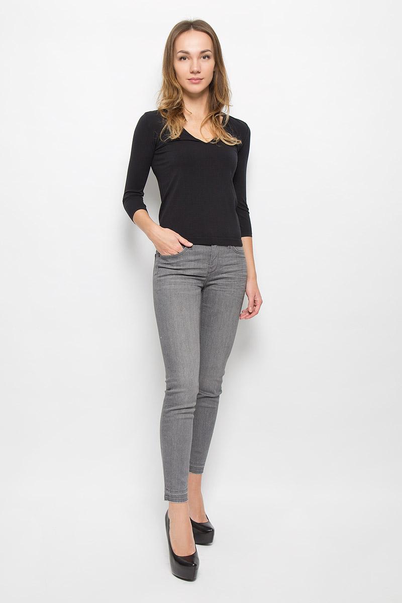 ФутболкаIN-T-Shirt Barcellona BiancoЖенская футболка Barcellona с рукавом 3/4 выполнена из микрофибры, она очень мягкая на ощупь, не раздражает даже самую нежную и чувствительную кожу. Вырез горловины оформлен бейкой в цвет изделия. Футболка с V-образным вырезом горловины и длинными рукавами удобна в использовании, ее можно носить как с брюками, так и с юбкой. Отличный вариант для повседневного использования!