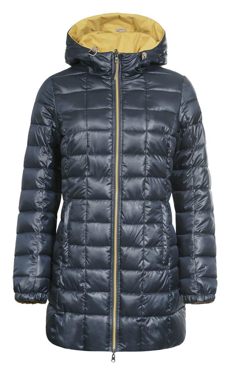653057507IVДвусторонняя женская куртка Luhta Paavo с длинными рукавами и несъемным капюшоном выполнена из полиэстера в двух контрастных цветах. Наполнитель - синтепон. Куртка застегивается на застежку-молнию спереди. Изделие оснащено двумя втачными карманами на застежках-молниях с наружной и внутренней стороны. Рукава дополнены эластичными манжетами. Объем капюшона регулируется при помощи шнурка-кулиски.