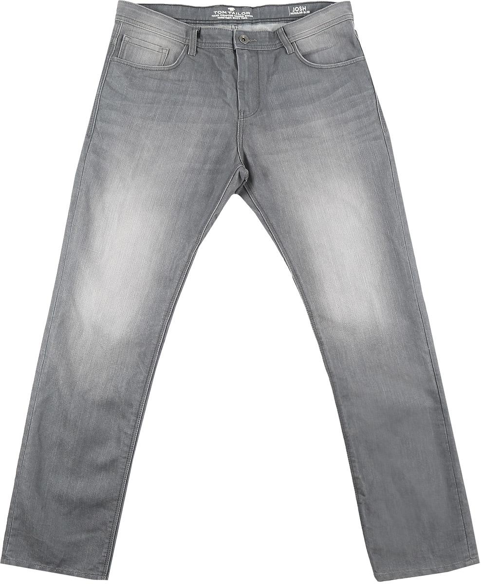 6204967.00.10_1056Модные мужские джинсы Tom Tailor Denim Josh выполнены из хлопка с добавлением полиэстера. Джинсы-слим застегиваются на пуговицу по поясу и имеют ширинку на застежке-молнии, также имеются шлевки для ремня. Спереди модель дополнена двумя втачными карманами и одним накладным кармашком, а сзади - двумя накладными карманами. Изделие оформлено потертостями.