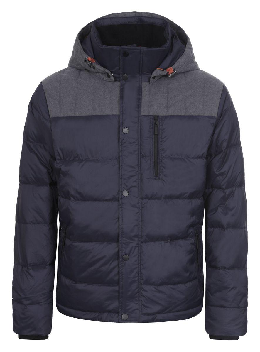 Куртка636566386LVМужская куртка Luhta Patric изготовлена из 100% полиэстера и полиамида. В качестве утеплителя используется пух с добавлением пера. Куртка с воротником-стойкой и съемным капюшоном застегивается на застежку-молнию, а также дополнительно имеет внутреннюю ветрозащитную планку на кнопках. Капюшон оснащен эластичными шнурками со стопперами и пристегивается к куртке с помощью кнопок. Рукава дополнены внутренними эластичными манжетами. Объем по низу регулируется с помощью эластичного шнурка со стоппером. Спереди имеются три прорезных кармана на застежках-молниях, с внутренней стороны накладной карман на кнопке. На левом рукаве расположена небольшая металлическая пластина с названием бренда.