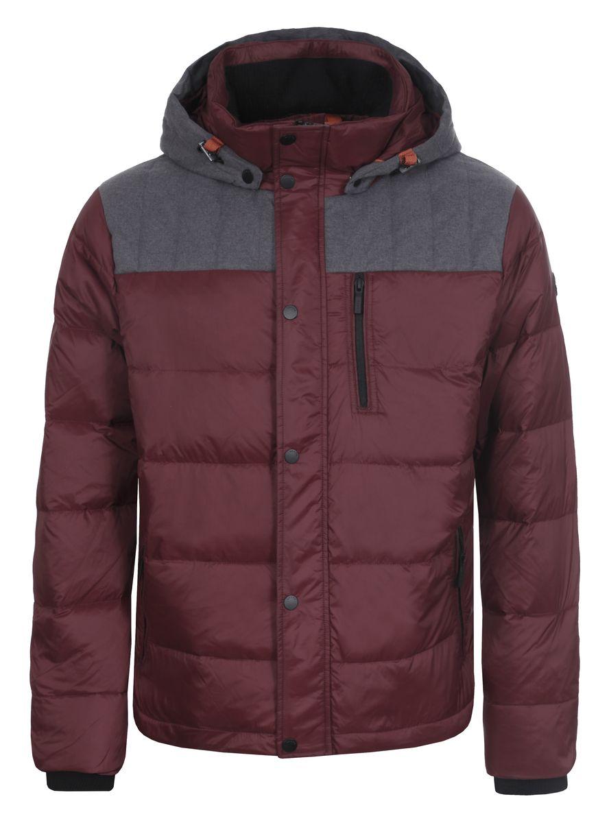 636566386LVМужская куртка Luhta Patric изготовлена из 100% полиэстера и полиамида. В качестве утеплителя используется пух с добавлением пера. Куртка с воротником-стойкой и съемным капюшоном застегивается на застежку-молнию, а также дополнительно имеет внутреннюю ветрозащитную планку на кнопках. Капюшон оснащен эластичными шнурками со стопперами и пристегивается к куртке с помощью кнопок. Рукава дополнены внутренними эластичными манжетами. Объем по низу регулируется с помощью эластичного шнурка со стоппером. Спереди имеются три прорезных кармана на застежках-молниях, с внутренней стороны накладной карман на кнопке. На левом рукаве расположена небольшая металлическая пластина с названием бренда.
