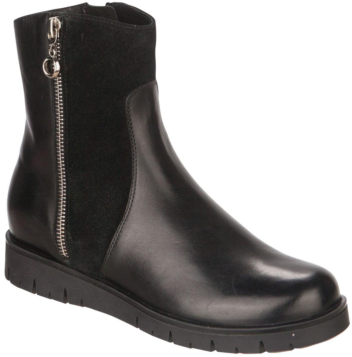 64207Удобные и теплые полусапоги от Kapika выполнены из натуральной кожи в сочетании с натуральной замшей. Застежка-молния надежно фиксирует изделие на ноге. Мягкая подкладка и стелька из натуральной овечьей шерсти обеспечивают тепло, циркуляцию воздуха и сохраняют комфортный микроклимат в обуви. Подошва с протектором гарантирует идеальное сцепление с любыми поверхностями. Сбоку модель оформлена декоративной молнией. Модель большемерит на 1 размер.