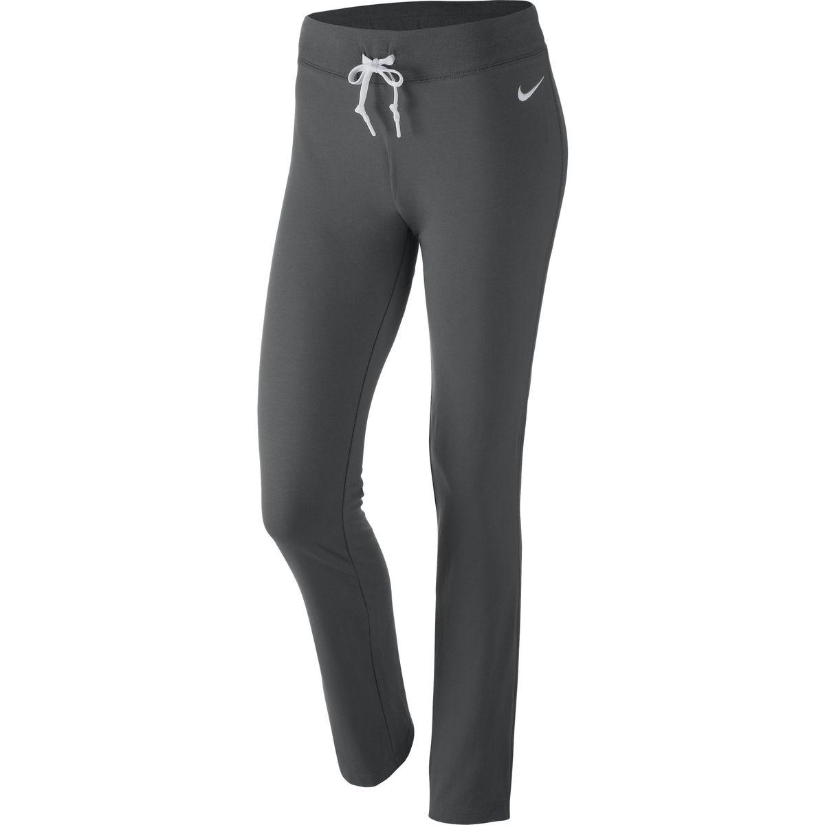 Брюки спортивные614920-010Длинные черные спортивные брюки на завязках. Имеют прямой крой и классический дизайн, что делает их универсальными и коомфортными. Благодаря немного свободному крою совершенно не сковывают движения, при этом достойно подчеркивают фигуру. Модель состоит из хлопка, что обеспечивает приятную носку. Пожходят как для тренировок, так и для отдыха.