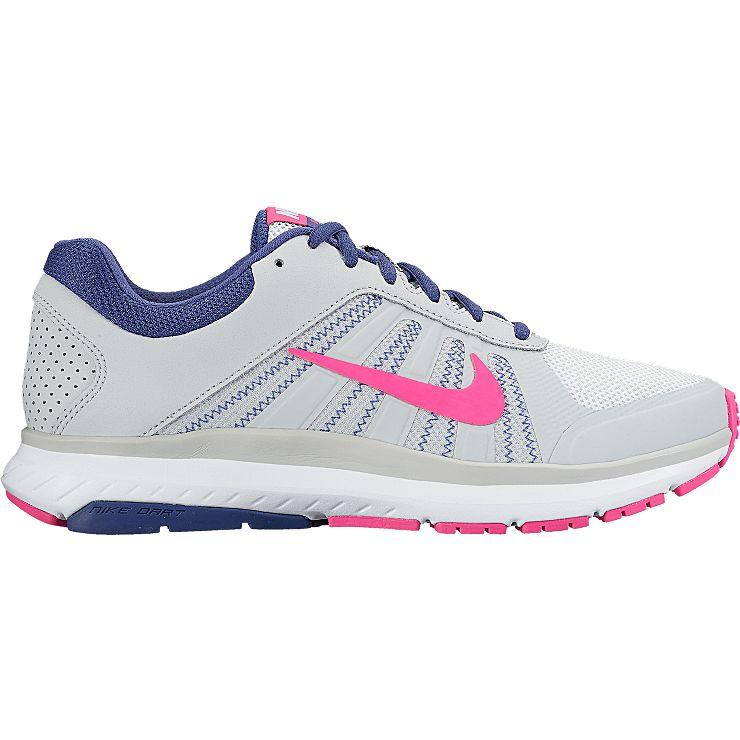 831535-007Женские кроссовки Dart 12 от Nike выполнены из дышащего сетчатого текстиля, натуральной и искусственной кожи. Подкладка и стелька из текстиля комфортны при движении. Шнуровка надежно зафиксирует модель на ноге. Подошва дополнена рифлением.