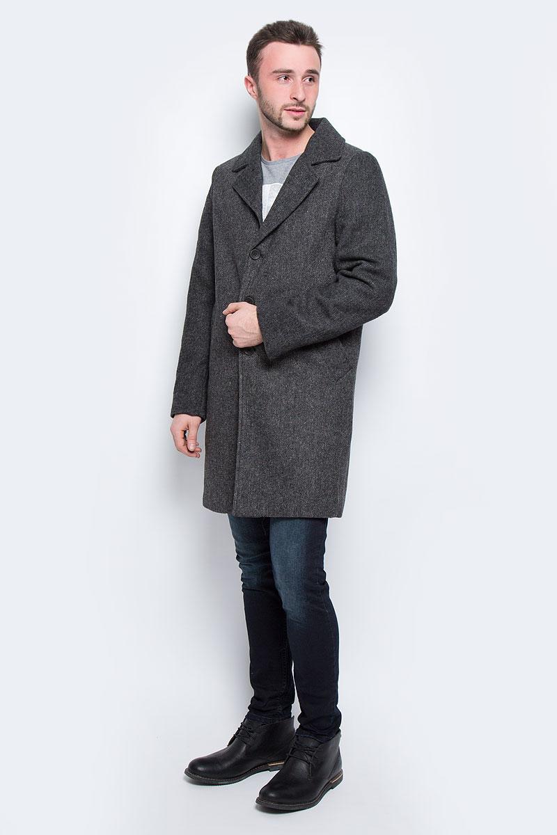 Пальто20100464_999Мужское пальто Broadway Stanto с длинными рукавами и воротником с лацканами выполнено из шерсти с добавлением полиэстера. Наполнитель - синтепон. Пальто застегивается на пуговицы спереди. Изделие дополнено двумя втачными карманами спереди и внутренним втачным карманом.