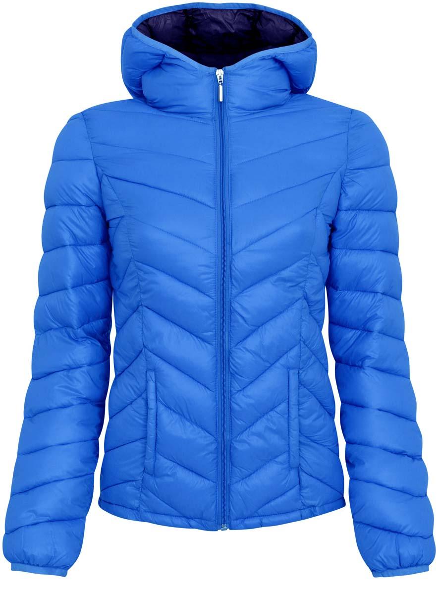 Куртка10203028-1/33445/6D00NЖенская куртка oodji Ultra выполнен из 100% полиамида, в качестве подкладки также используется полиамид. Утеплитель - 100% полиэстер. Модель с несъемным капюшоном застегивается на застежку-молнию. Низ рукавов и край воротника дополнены эластичными бейками. Проймы рукавов дополнены небольшими отверстиями для дополнительной вентиляции. Спереди расположено два втачных, открытых кармана.