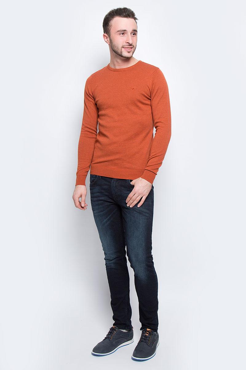 3021322.00.10_3496Мужской джемпер Tom Tailor выполнен из натурального хлопка. Модель с круглым вырезом горловины и длинными рукавами. Низ рукавов и низ изделия дополнены эластичными манжетами. Модель оформлена символикой бренда.