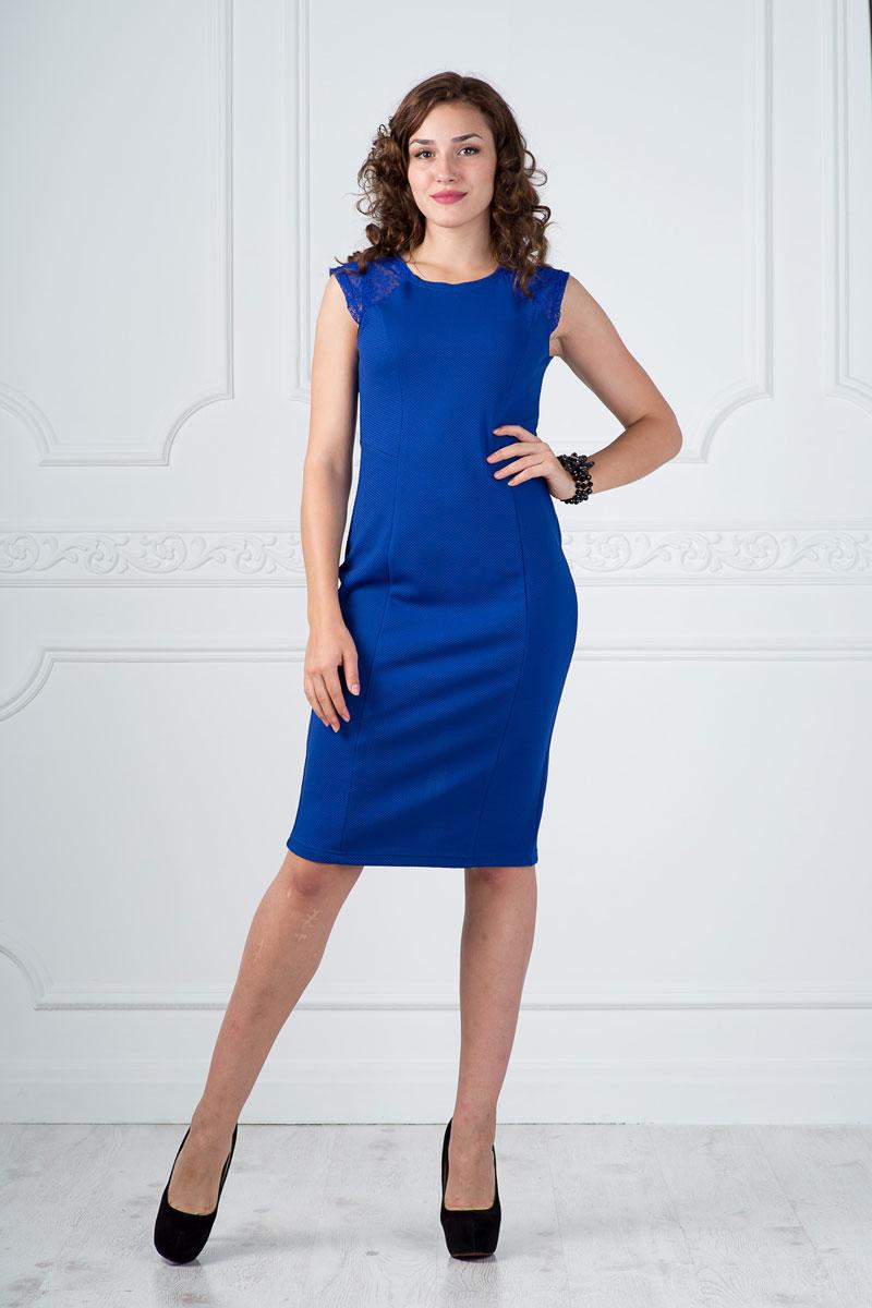 Платье878Платье Lautus выполнено из полиэстера с добавлением вискозы и эластана. Платье миди с круглым вырезом горловины и короткими рукавами по низу дополнено небольшим разрезом. Модель оформлена кружевными вставками.