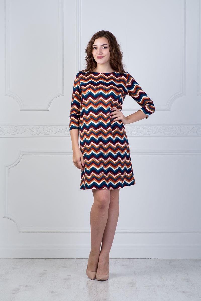 899Платье Lautus выполнено из полиэстера с добавлением вискозы и эластана. Платье-миди с круглым вырезом горловины и рукавами длинной 3/4 оформлено оригинальным геометрическим принтом.