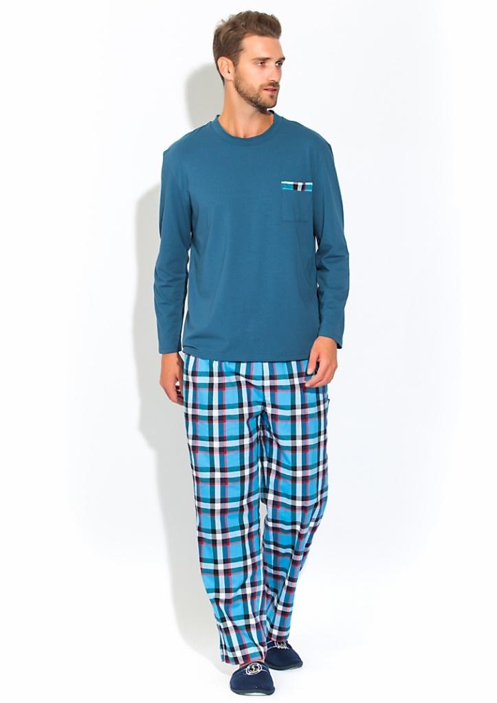 Домашний комплект23Комфортный мужской домашний костюм - пижама на каждый день. Идеальные лекала обеспечат оптимальную посадку изделия, высокое качество пошива удовлетворят даже самого требовательного мужчину, а натуральные материалы подарят ощущение уюта и комфорта. Изделие свободного кроя, абсолютно не сковывает движения и позволяет телу дышать. Кофта с длинным рукавом - лонгслив с О-образным вырезом. На груди удобный карман с декоративной отделкой в цвет брюк. Кофта произведена из натурального хлопка с небольшим добавлением лайкры, позволяющей изделию не деформироваться после многократных стирок и сохранять первоначальную форму. Свободные клетчатые брюки прямого кроя в пол с широкой и мягкой резинкой и дополнительными шнурками для оптимальной фиксации по талии. Брюки с 2-мя внутренними боковыми карманами и одним накладным карманом сзади.