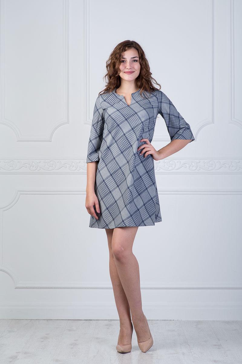 Платье905Платье Lautus выполнено из полиэстера с добавлением вискозы и эластана. Платье-мини с круглым вырезом горловины и рукавами длинной 3/4 на груди дополнено небольшим разрезом. Модель оформлена принтом в клетку.