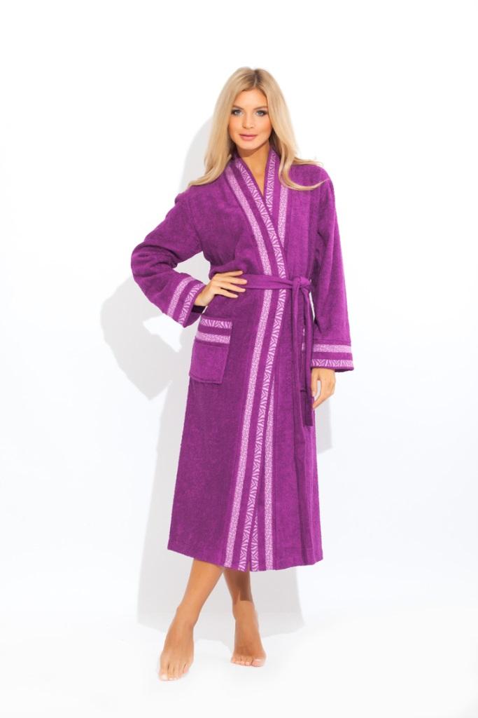720Стильный и изысканный халат из двухсторонней махровой ткани с добавлением бамбуковой нити. 100% натуральный материал - очень нежный, легкий и приятный к телу. Мягкие линии всего изделия создают ощущение легкости и лаконичности. Богатая декоративная отделка с красивым жаккардовым рисунком по передним полам халата, на манжете рукава и карманах.