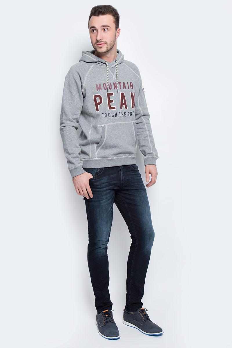 Джинсы6204977.09.12_1206Модные мужские джинсы Tom Tailor Denim выполнены из хлопка с добавлением эластана. Джинсы-скинни застегиваются на пуговицу по поясу и имеют ширинку на застежке-молнии, также имеются шлевки для ремня. Спереди модель дополнена двумя втачными карманами и маленьким накладным карманом, а сзади - двумя накладными карманами. Изделие оформлено потертостями и перманентными складками.