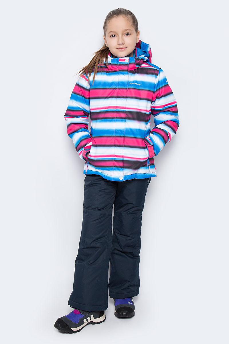 652130510IVКомплект одежды Icepeak состоит из куртки и утепленных брюк. Куртка изготовлена из 100% полиэстера. В качестве подкладки и утеплителя также используется 100% полиэстер. Ткань изготовлена с применением технологии ICEMAX, которая обеспечивает водостойкость 1200 м. Куртка со съемным капюшоном и воротником-стойкой застегивается на пластиковую застежку-молнию с защитой для подбородка и дополнительно имеет ветрозащитную планку на липучках и кнопках. Внутренняя часть капюшона дополнена эластичной резинкой. Капюшон пристегивается к изделию за счет кнопок. На рукавах имеются хлястики на липучках. Низ изделия дополнен внутренней ветрозащитной планкой на кнопках. Спереди расположены два прорезных кармана на застежках-молниях, а с внутренней стороны - накладной карман-сетка. Модель оформлена принтом в полоску. На куртке предусмотрены светоотражающие нашивки и термоаппликации с фирменным логотипом. Брюки изготовлены из 100% полиэстера и дополнены подкладкой и утеплителем из полиэстера. ...