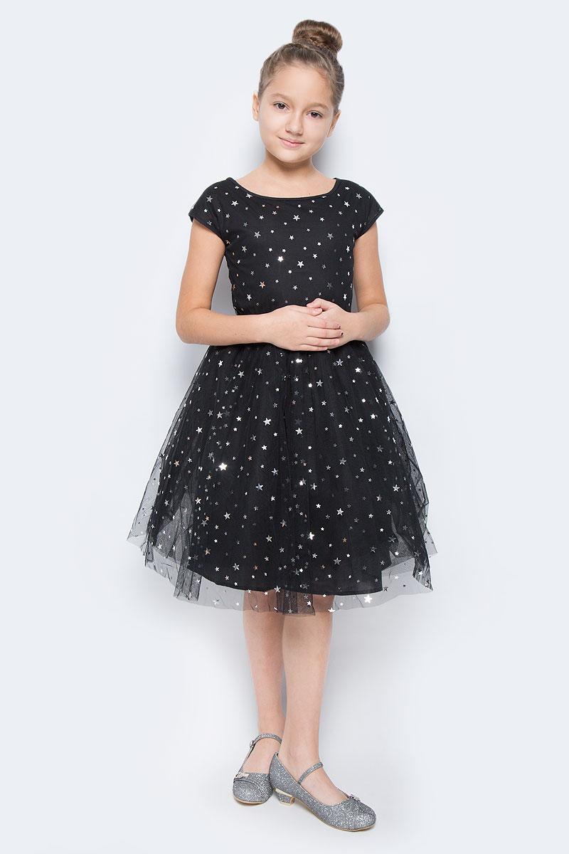Платье464015Нарядное платье для девочки с круглым вырезом горловины и без рукавов застегивается на спинке на скрытую застежку-молнию. Верх выполнен из легкого сетчатого материала, хлопковая подкладка обеспечивает максимальное удобство. Украшено россыпью серебристых пайеток в форме звезд.