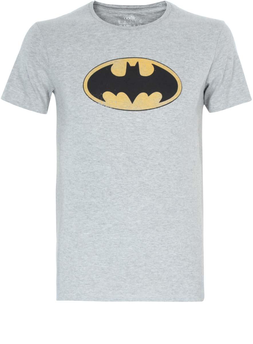 Футболка5B621002I/39270N/23BBPМужская футболка oodji Basic с короткими рукавами и круглым вырезом горловины выполнена из хлопка с добавлением вискозы. Футболка украшена принтом с символом Бэтмена.